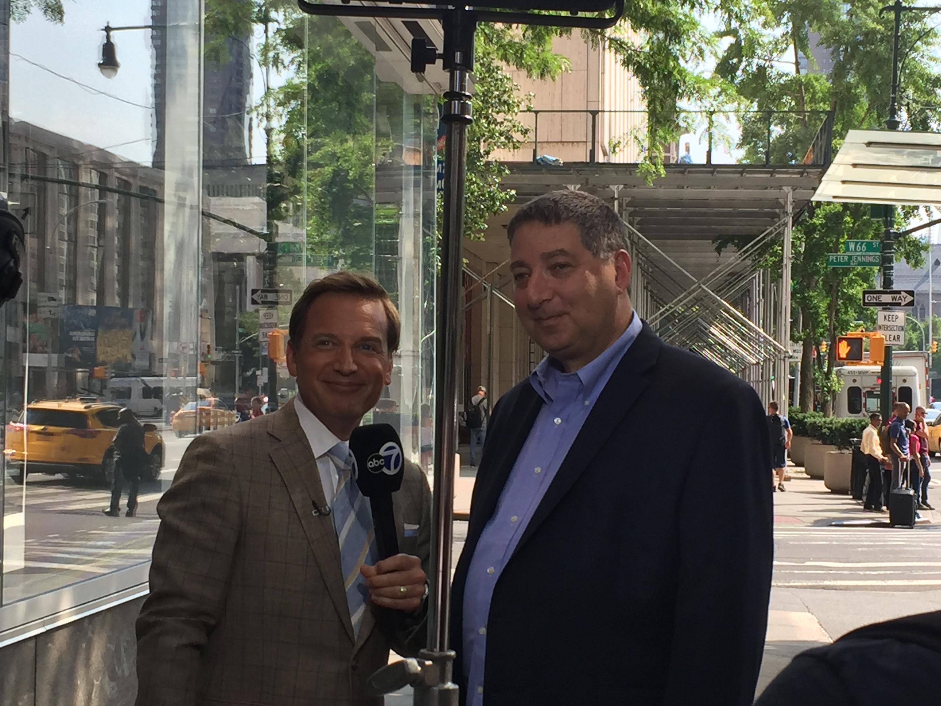 Behind the scenes with WABC weatherman Lee Goldberg and Lee Goldberg on the air (July 2018)